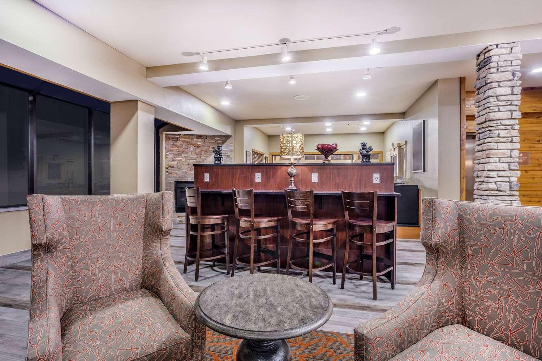 Lobby - AmericInn Hotel & Suites New Lisbon