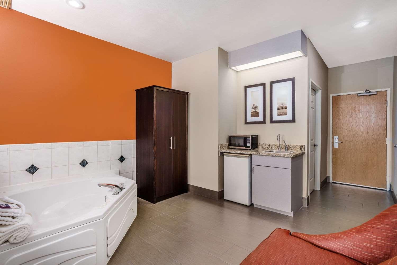 Suite - AmericInn Hotel & Suites New Lisbon