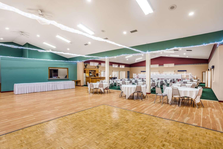 Ballroom - AmericInn Hotel & Suites New Lisbon