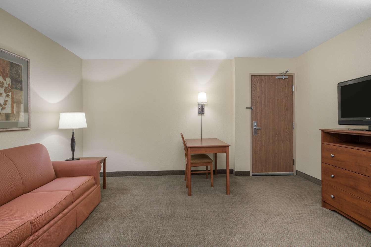 Suite - AmericInn Lodge & Suites Newton