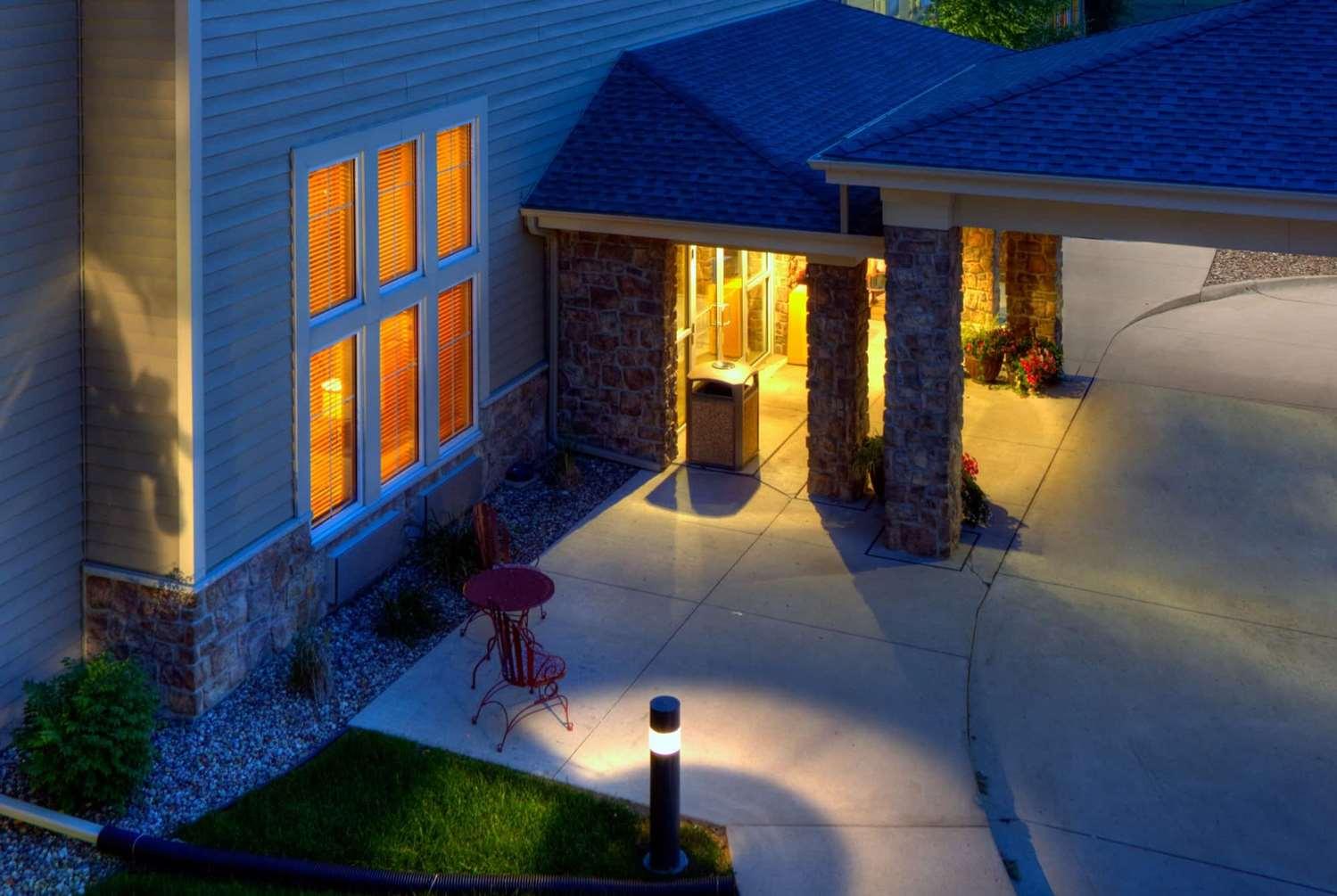 Exterior view - AmericInn Lodge & Suites Newton