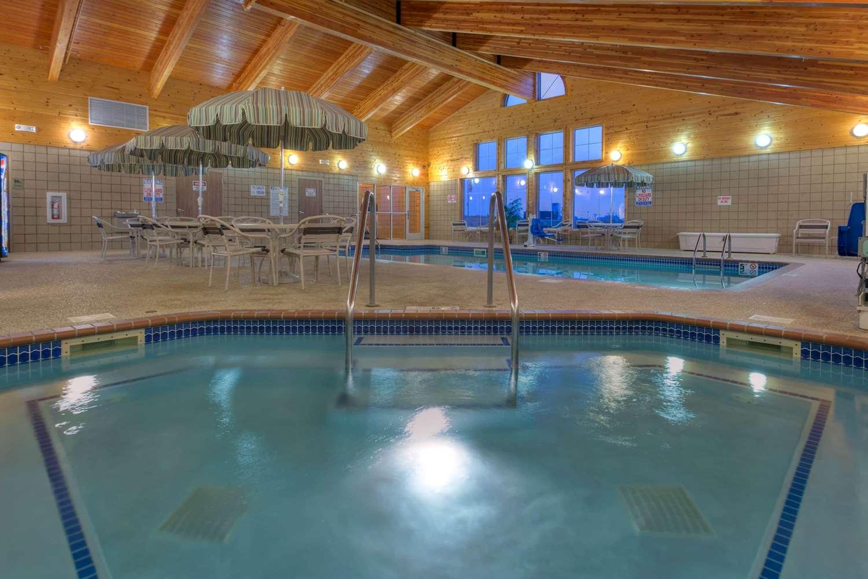 Pool - AmericInn Lodge & Suites Newton