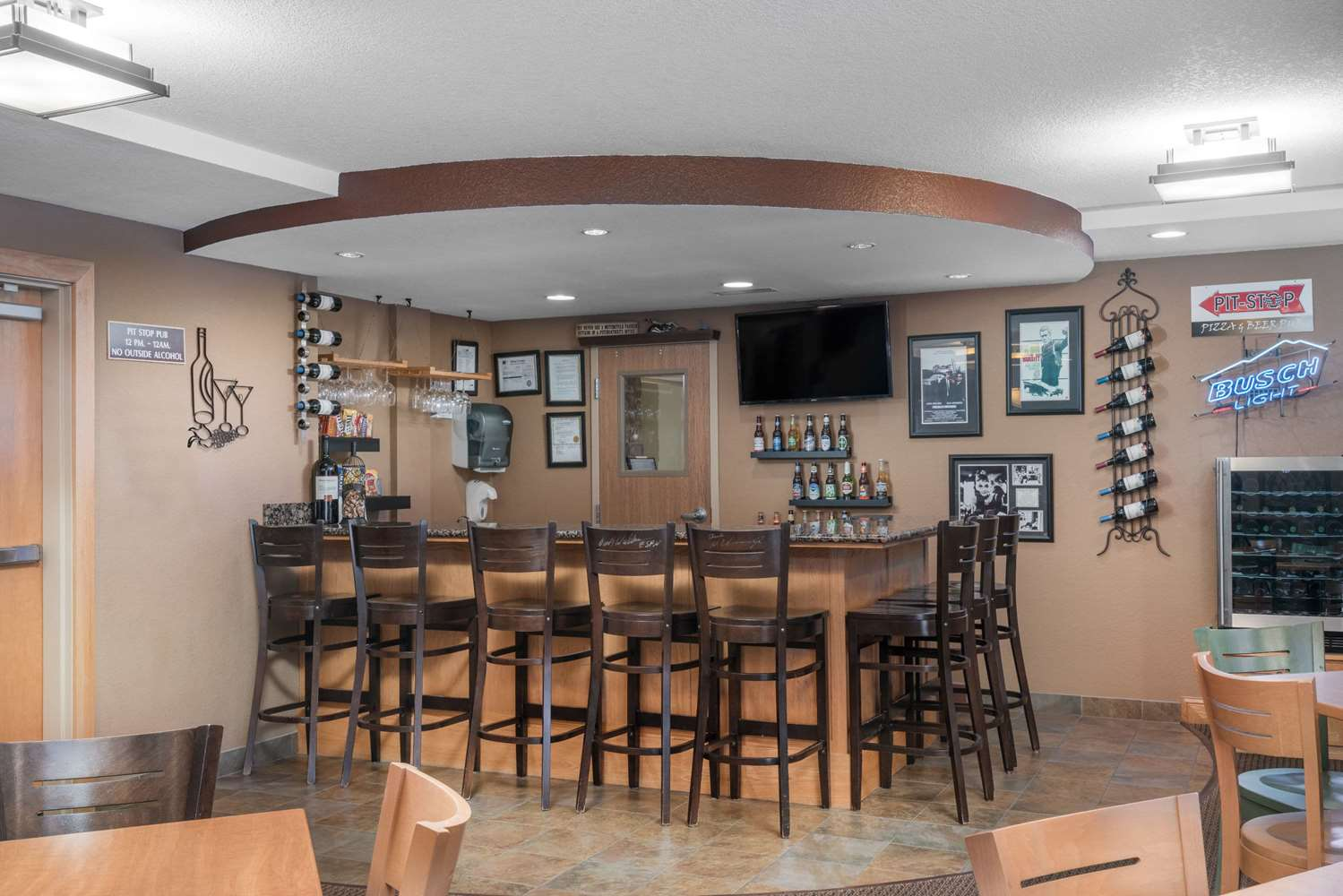Bar - AmericInn Lodge & Suites Newton