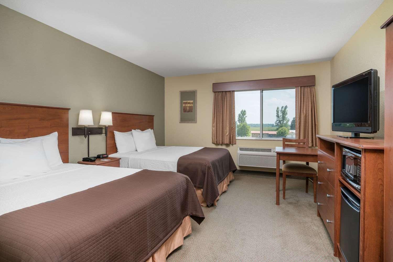 Room - AmericInn Lodge & Suites Newton