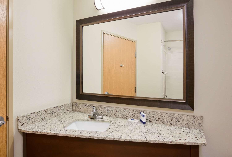Room - AmericInn Hotel & Suites Hawley