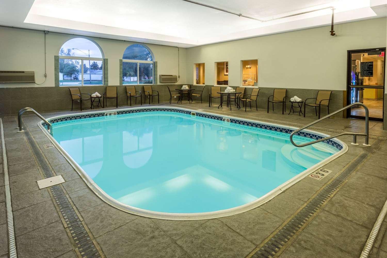 Pool - AmericInn Hotel & Suites Streator