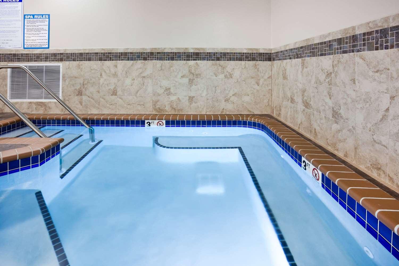 Pool Americinn Hotel Suites Dewitt