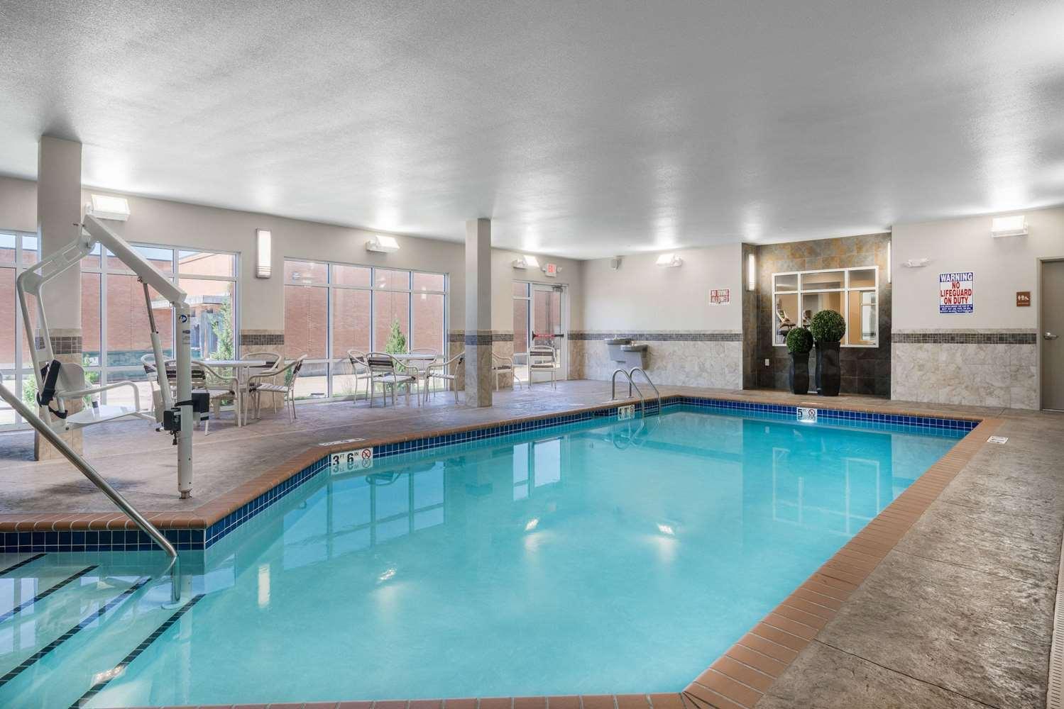 Pool Americinn Hotel Suites Winona