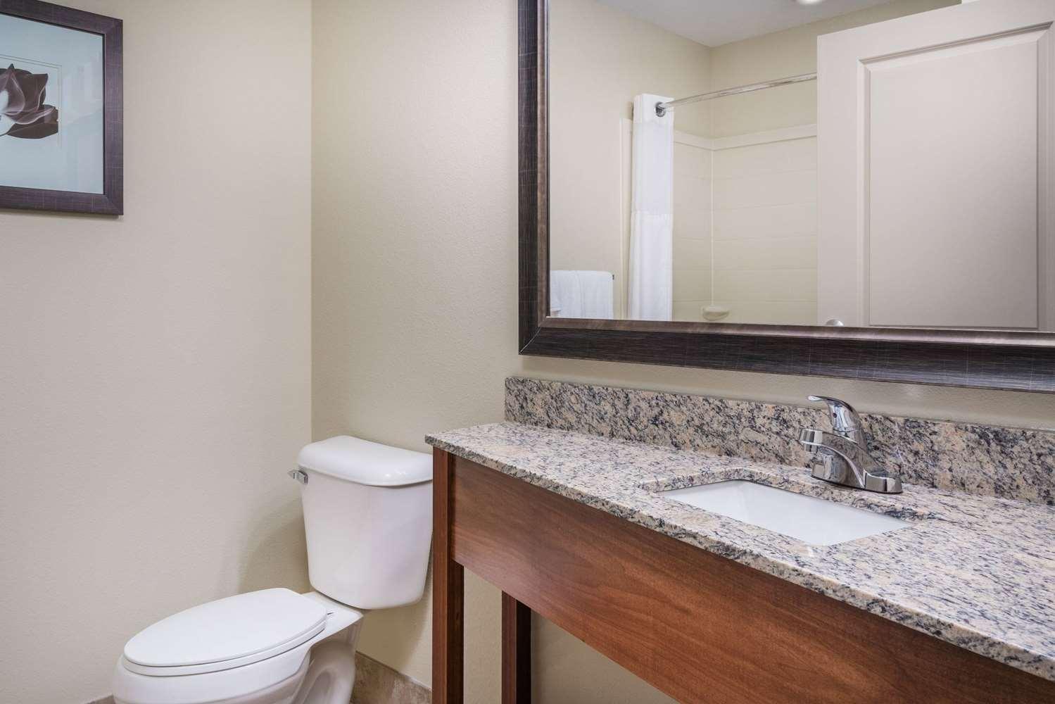 Room - AmericInn Hotel & Suites Winona