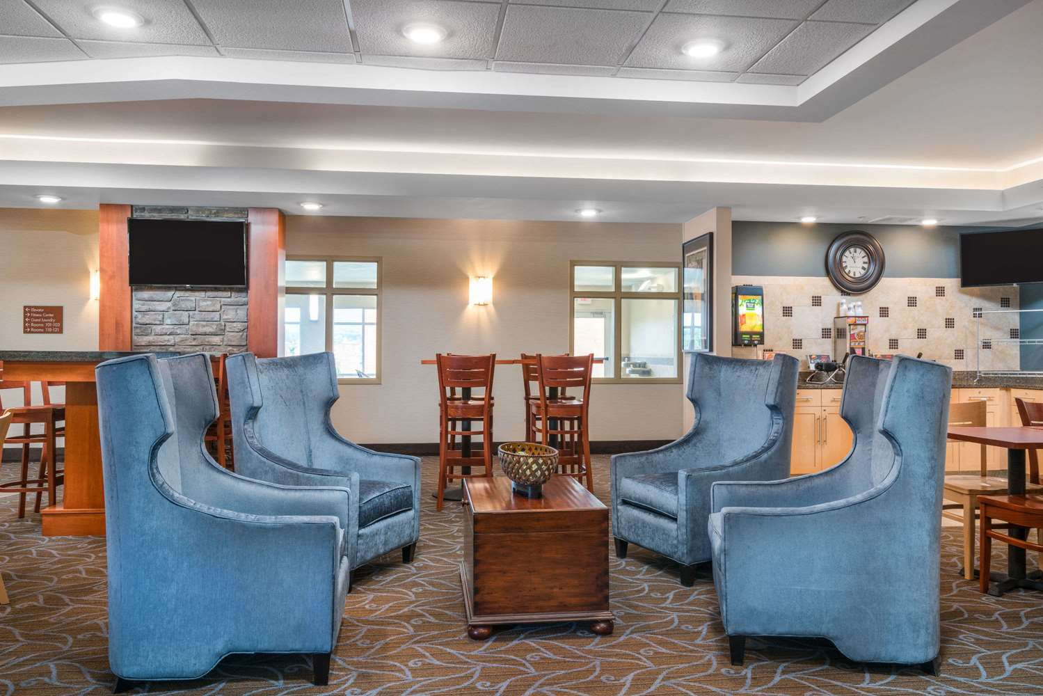 Lobby - AmericInn Hotel & Suites Winona