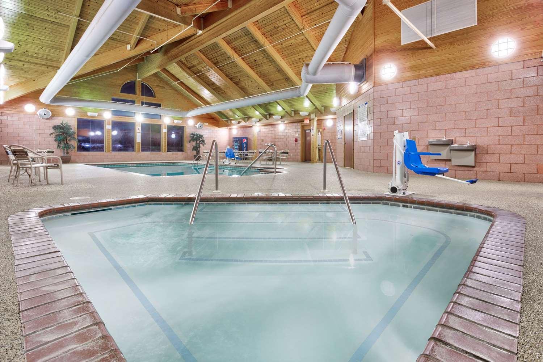 Pool - AmericInn Lodge & Suites Vidalia