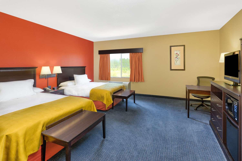 Room - AmericInn Lodge & Suites Vidalia