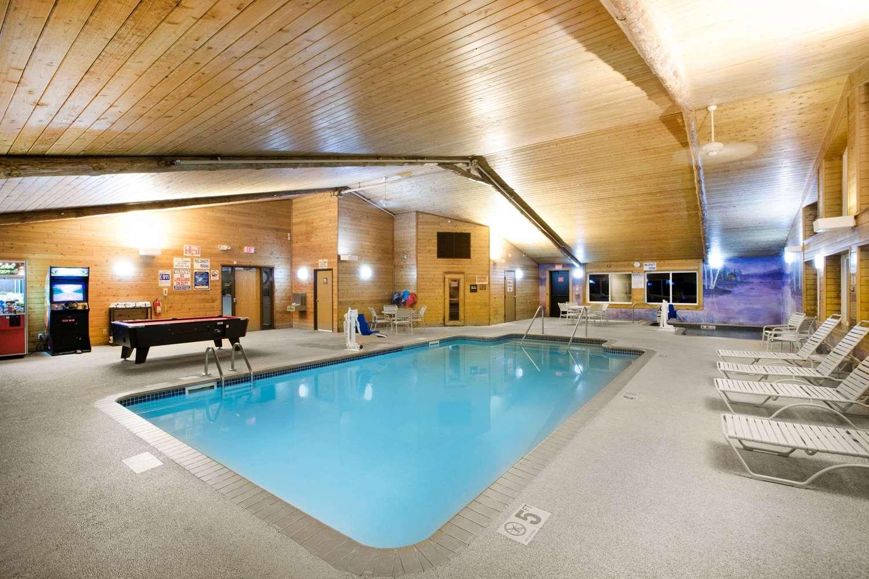 Pool - AmericInn Pequot Lakes