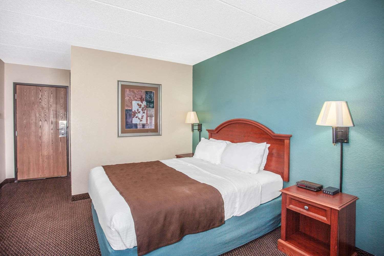 Room - AmericInn Hotel & Suites St Peter