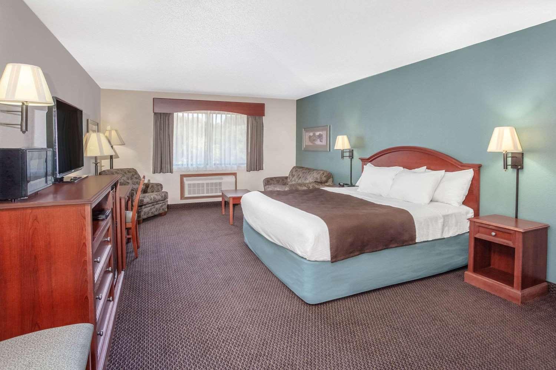 Suite - AmericInn Hotel & Suites St Peter