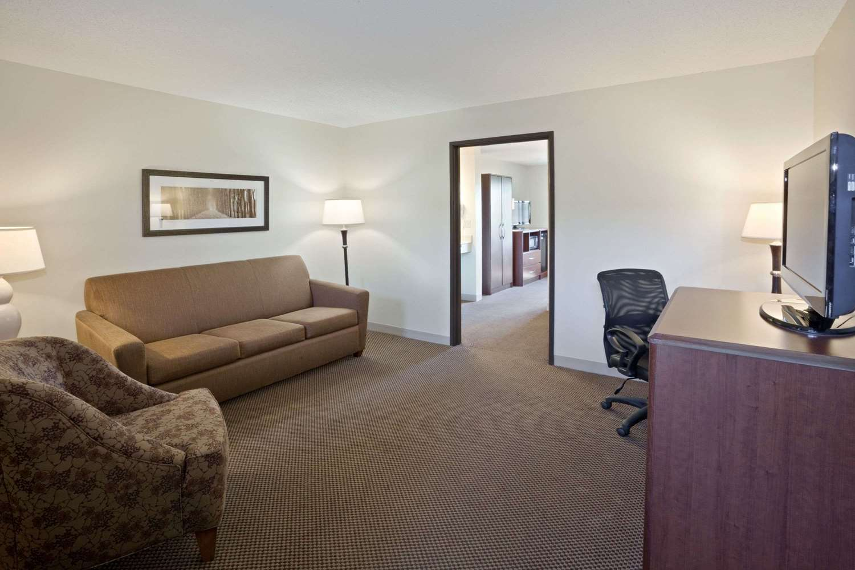 Suite - AmericInn Lodge & Suites Mitchell