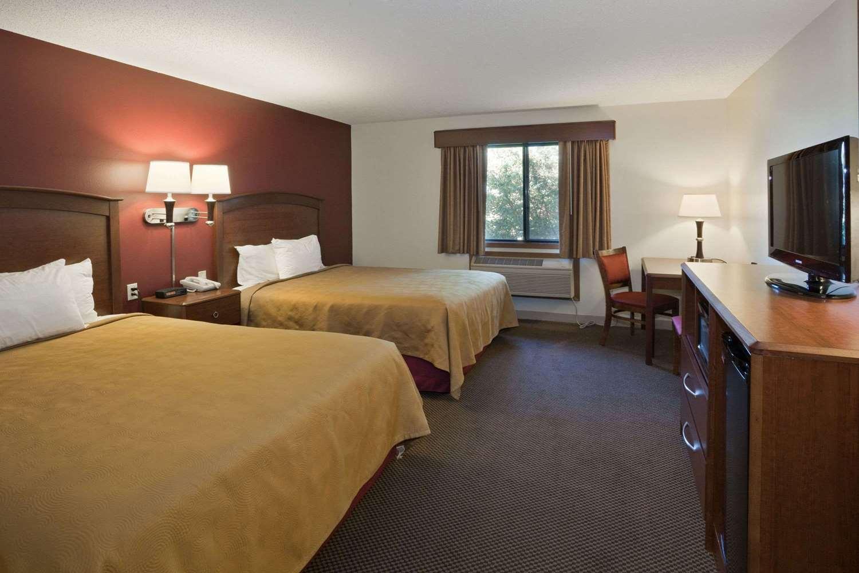 Room - AmericInn Lodge & Suites Mitchell