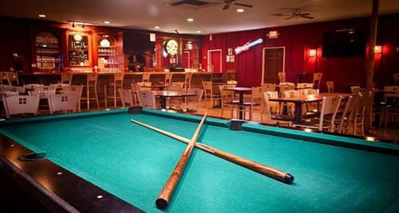 Bar - SureStay Plus Hotel by Best Western Bakersfield