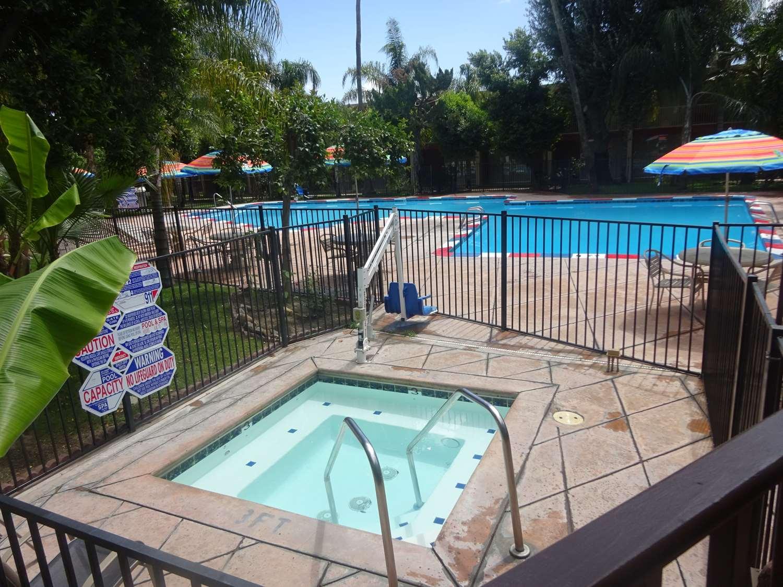 Spa - SureStay Plus Hotel by Best Western Bakersfield