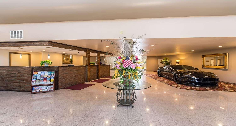 Lobby - SureStay Plus Hotel by Best Western Bakersfield