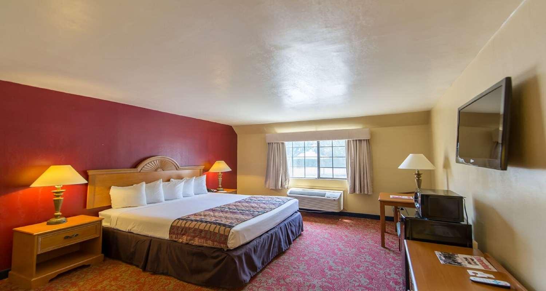 Room - SureStay Plus Hotel by Best Western Bakersfield
