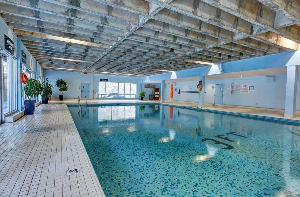 Pool - Town Inn & Suites Toronto