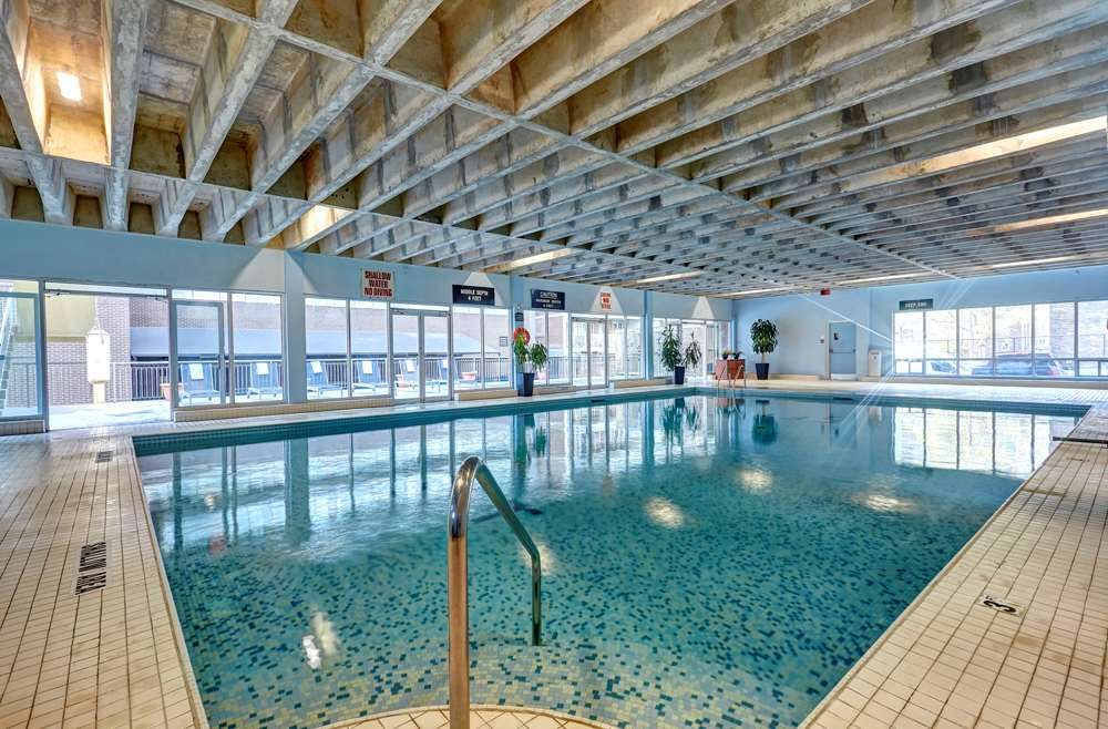 Pool - Town Inn & Suites Toronto