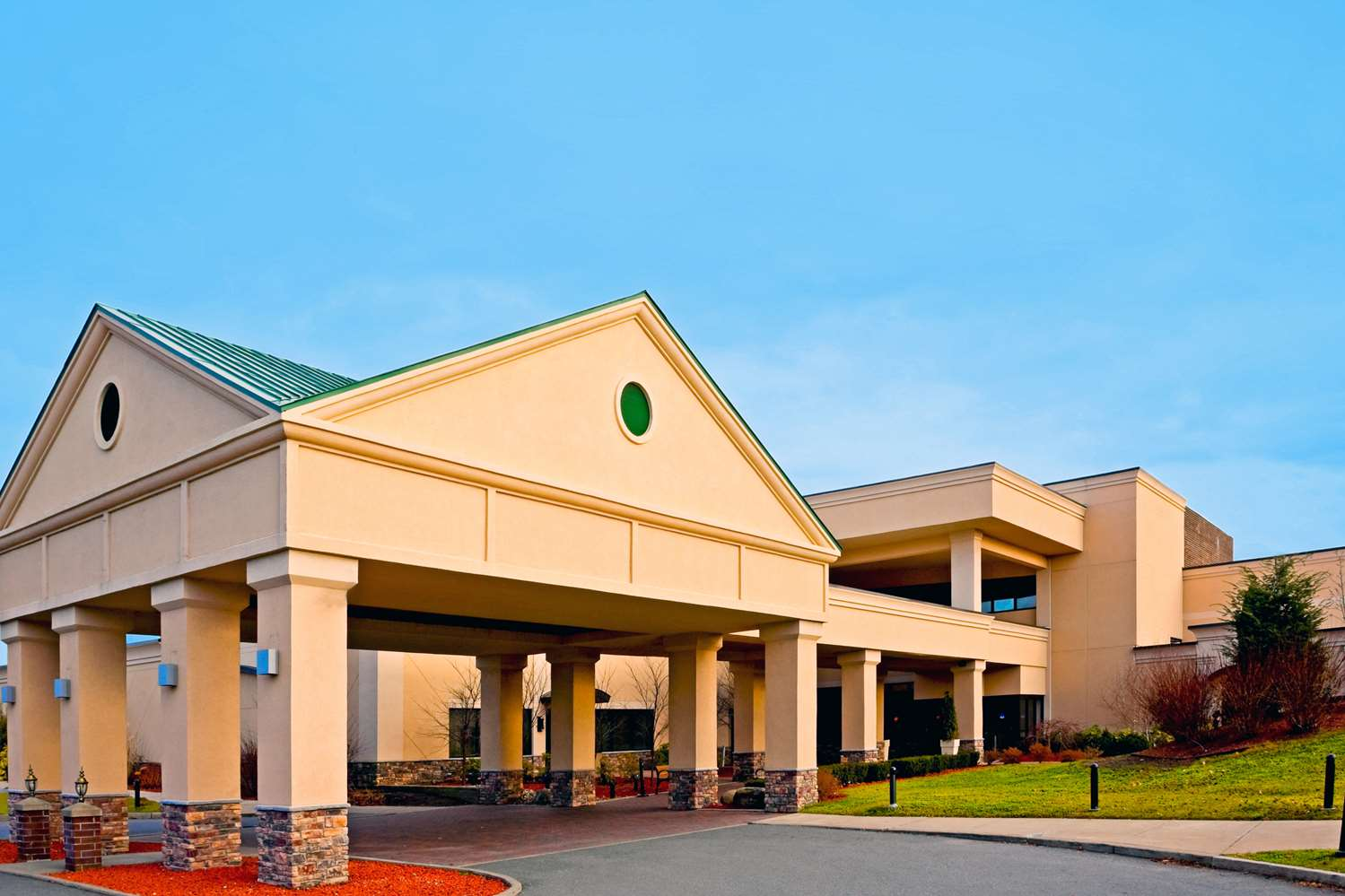 Exterior view - Red Lion Hotel Albany