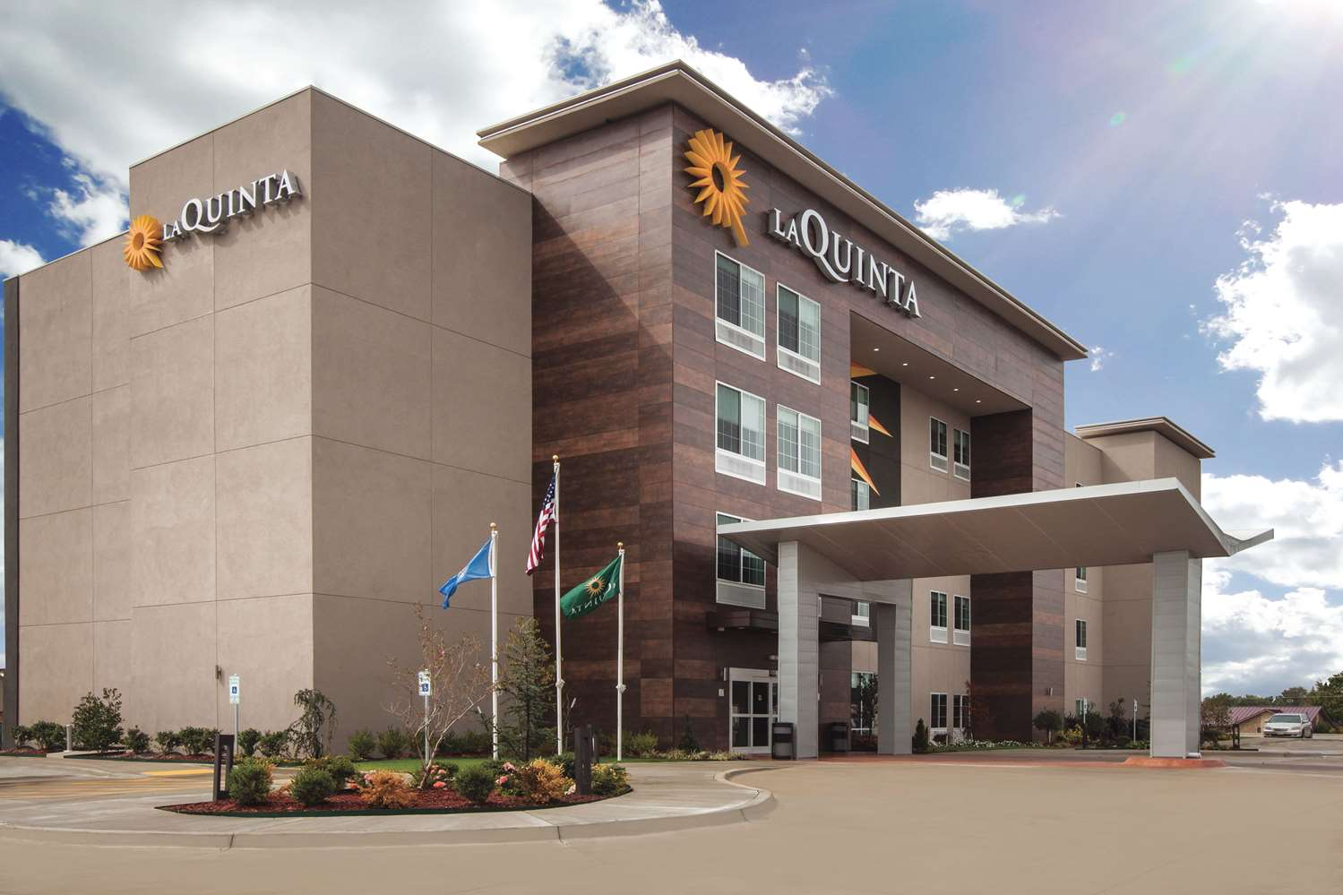 Exterior view - La Quinta Inn & Suites Downtown North Raleigh