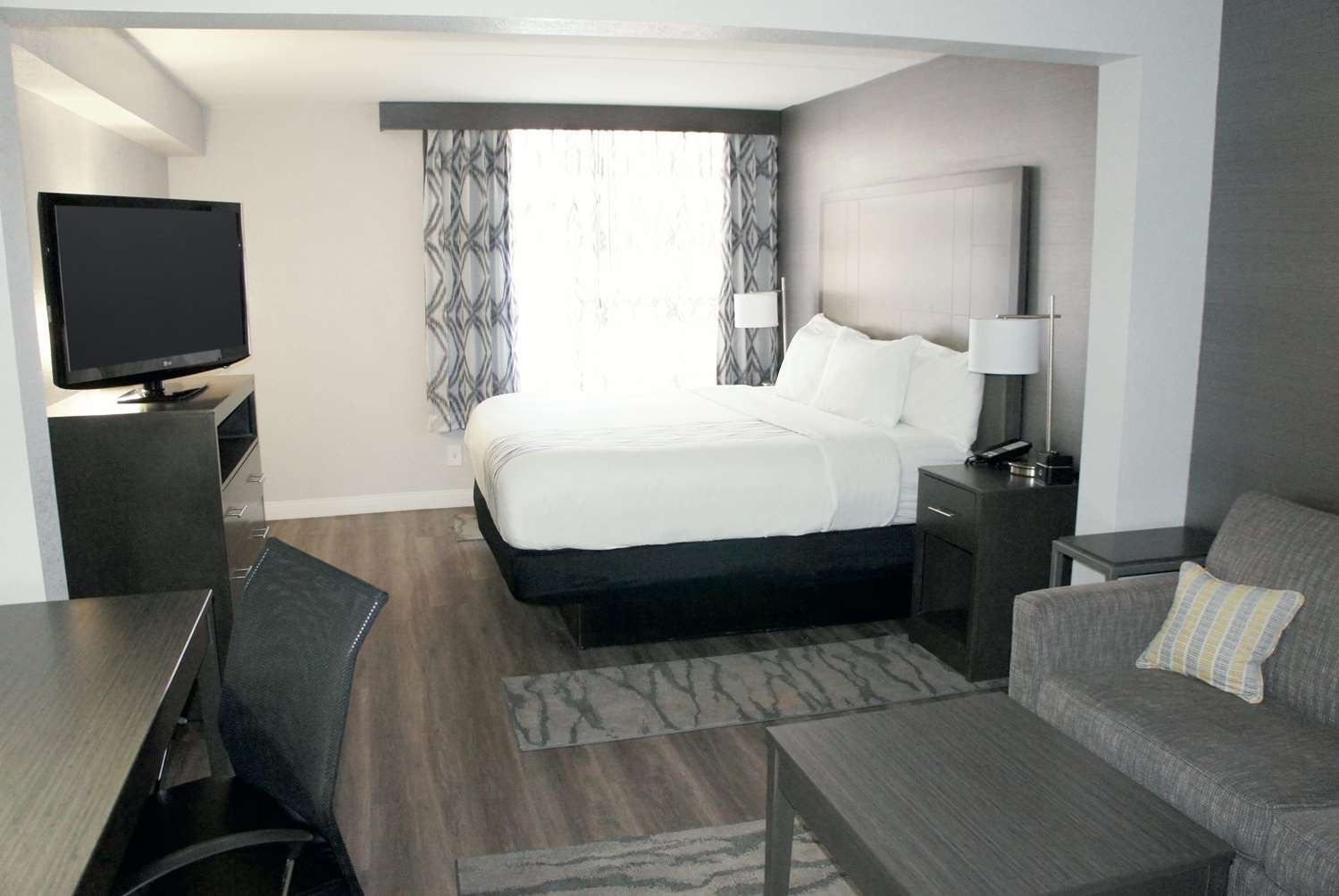 Room - La Quinta Inn & Suites Downtown North Raleigh