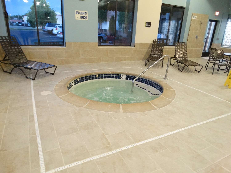 Pool - Best Western Warren Hotel