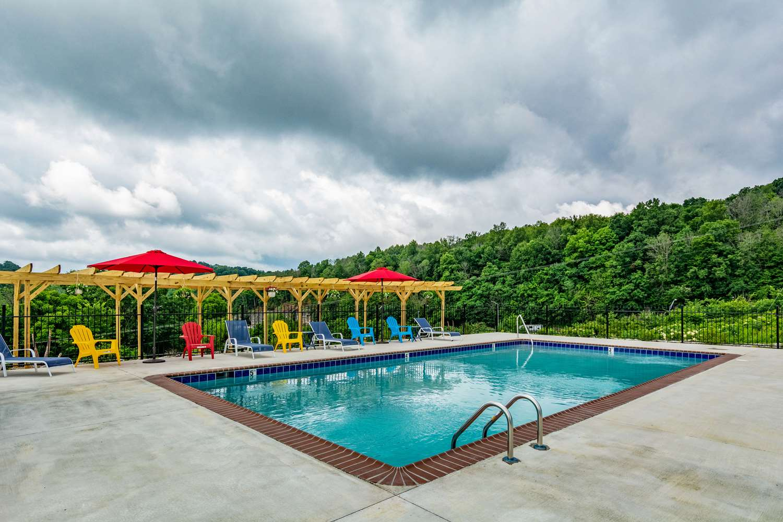 Pool - Quality Inn Mount Vernon