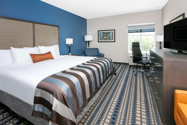 Room - Wingate by Wyndham Hotel Corpus Christi