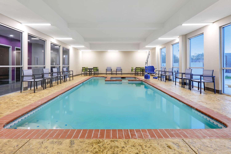 Pool - Wingate by Wyndham Hotel Corpus Christi