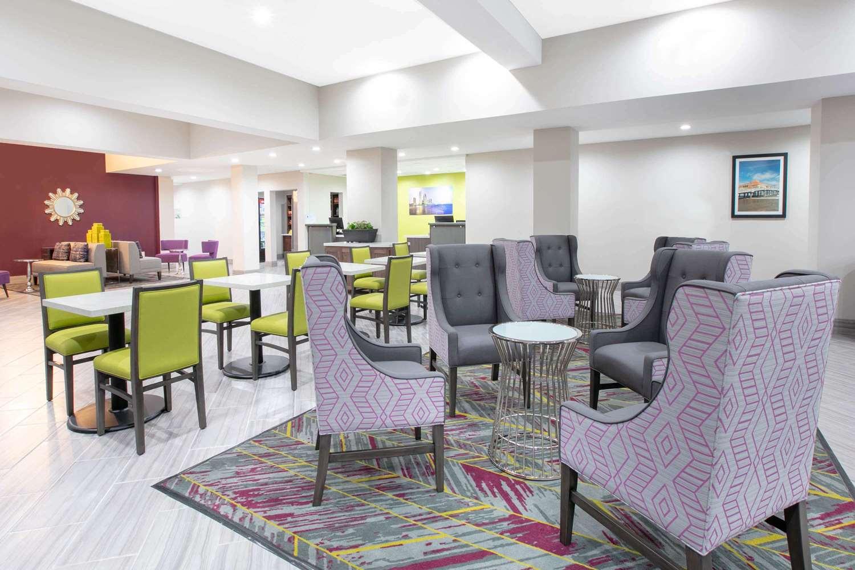 Lobby - Wingate by Wyndham Hotel Corpus Christi