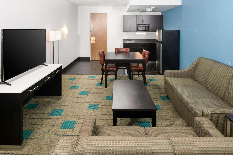 Suite - Clarion Inn & Suites Chambersburg