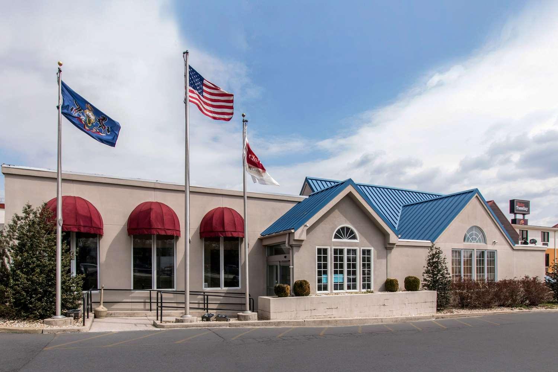 Clarion Inn & Suites Chambersburg - Fayetteville