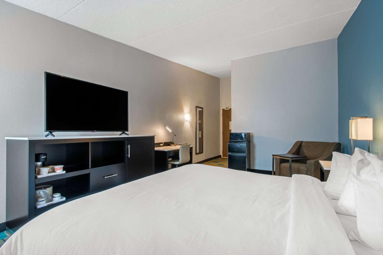 Room - Clarion Inn & Suites Chambersburg