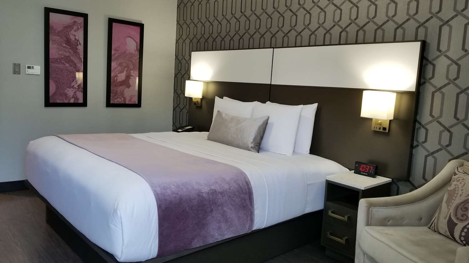 Room - SureStay Collection by Best Western Sunset West Hotel Hollywood