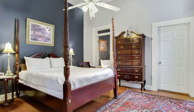 Room - Rathbone Mansions near French Quarter New Orleans