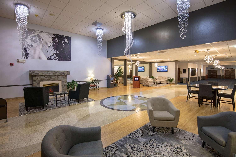 Lobby - Ramada Inn Cedar Rapids