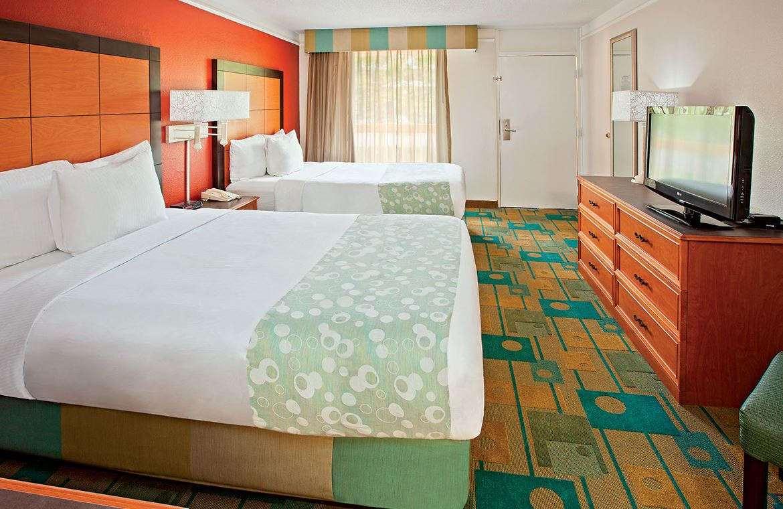 Room - Baymont Inn & Suites Hamilton Place Mall Chattanooga