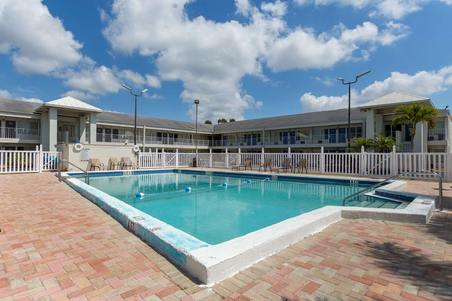 Studio 6 Extended Stay Hotel Englewood, FL - See Discounts