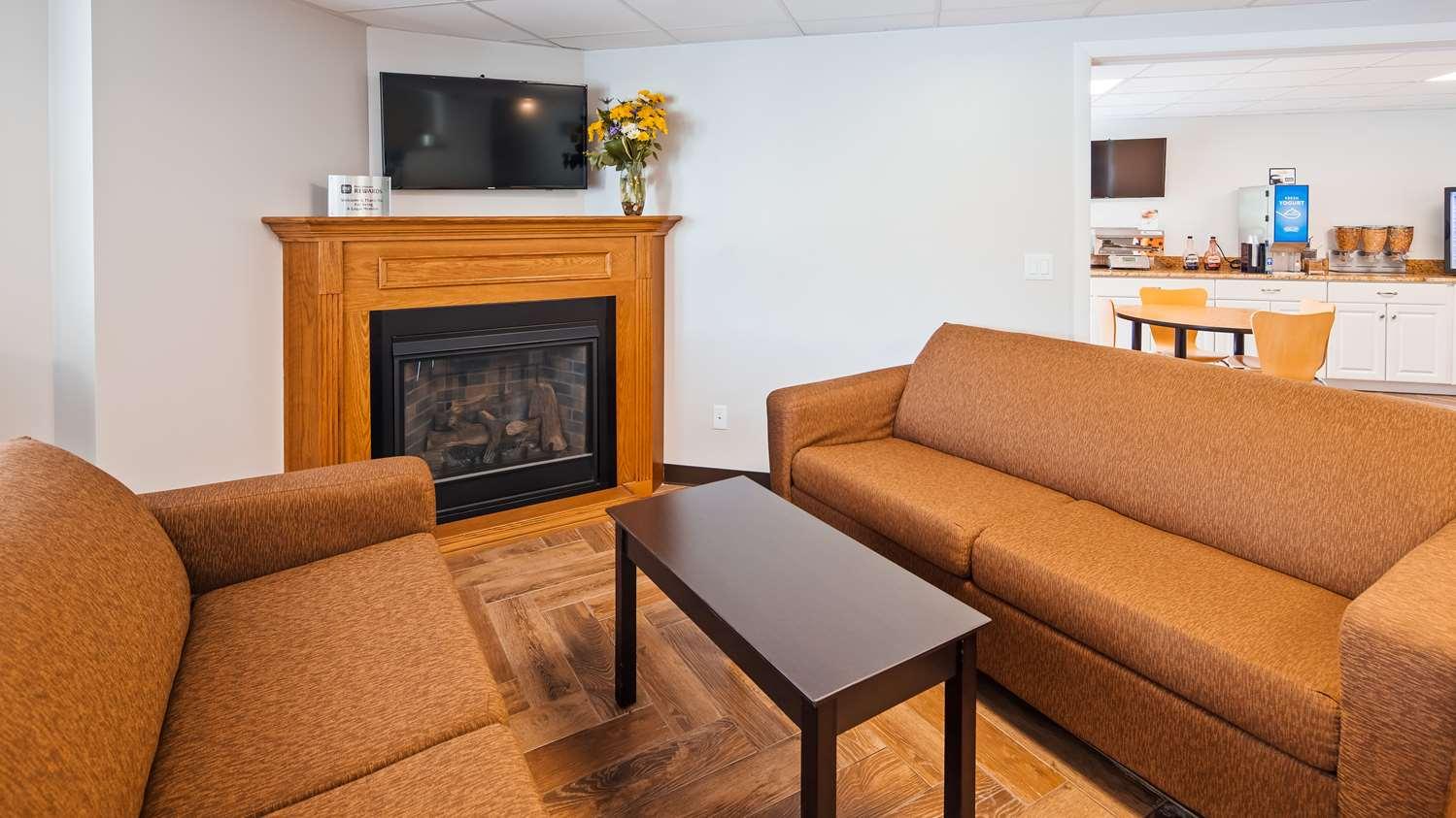 Lobby - SureStay Hotel by Best Western Presque Isle