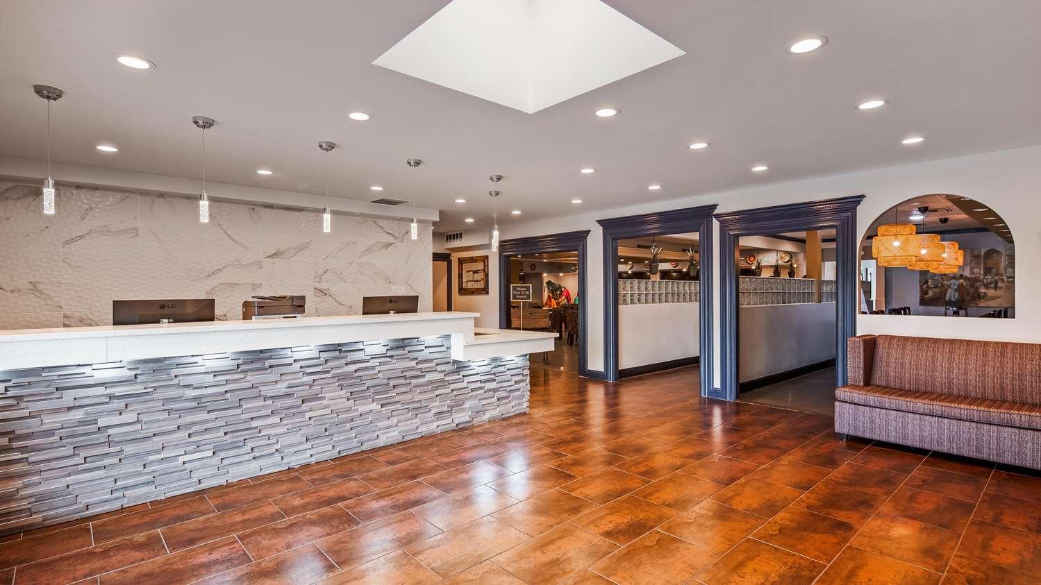 Lobby - SureStay Plus Hotel by Best Western Sacramento