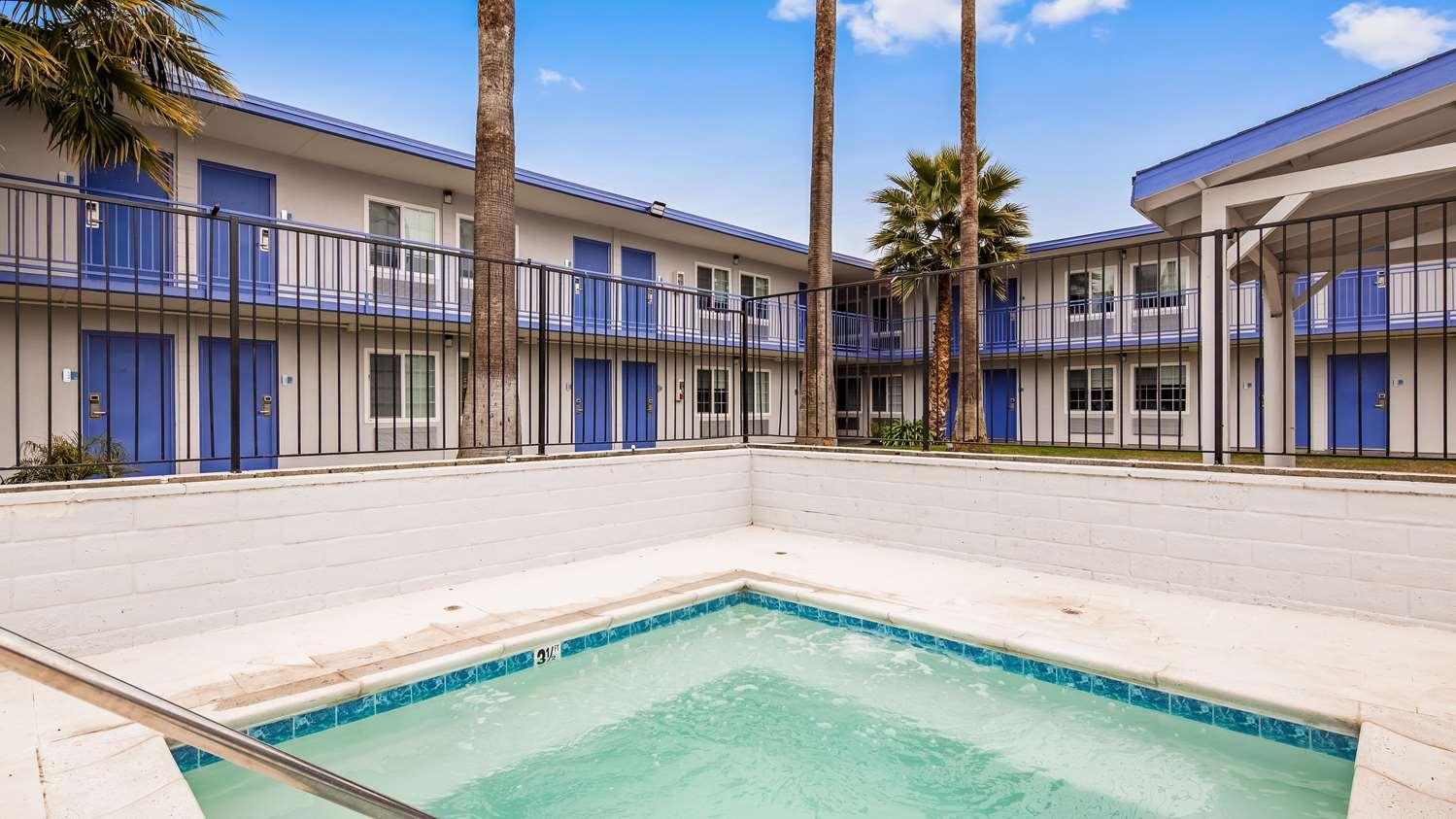 Spa - SureStay Plus Hotel by Best Western Sacramento