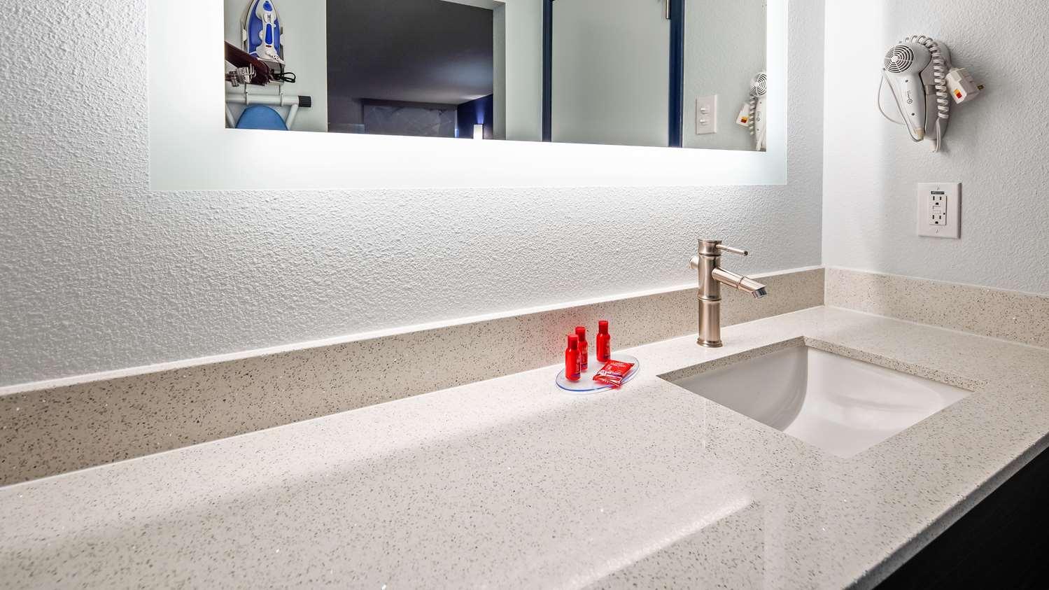 Room - SureStay Plus Hotel by Best Western Sacramento