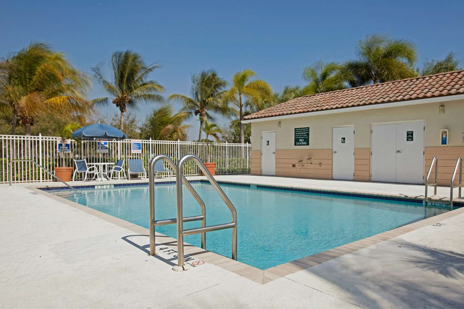 Pool - Extended Stay America Hotel Plantation