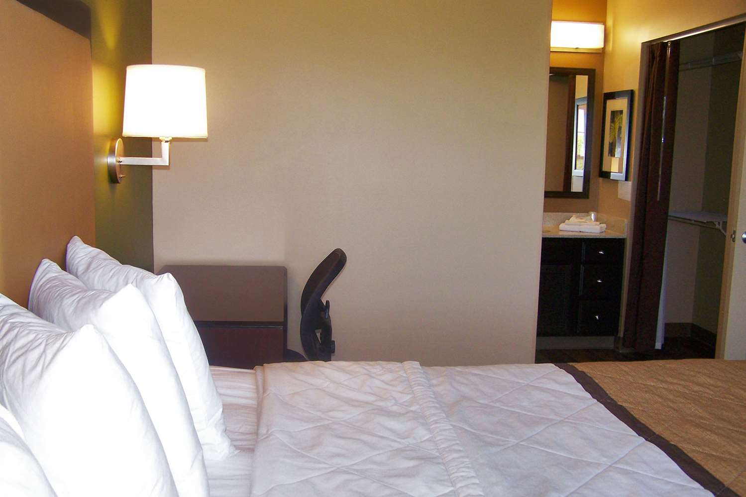 Room - Extended Stay America Hotel North Aurora