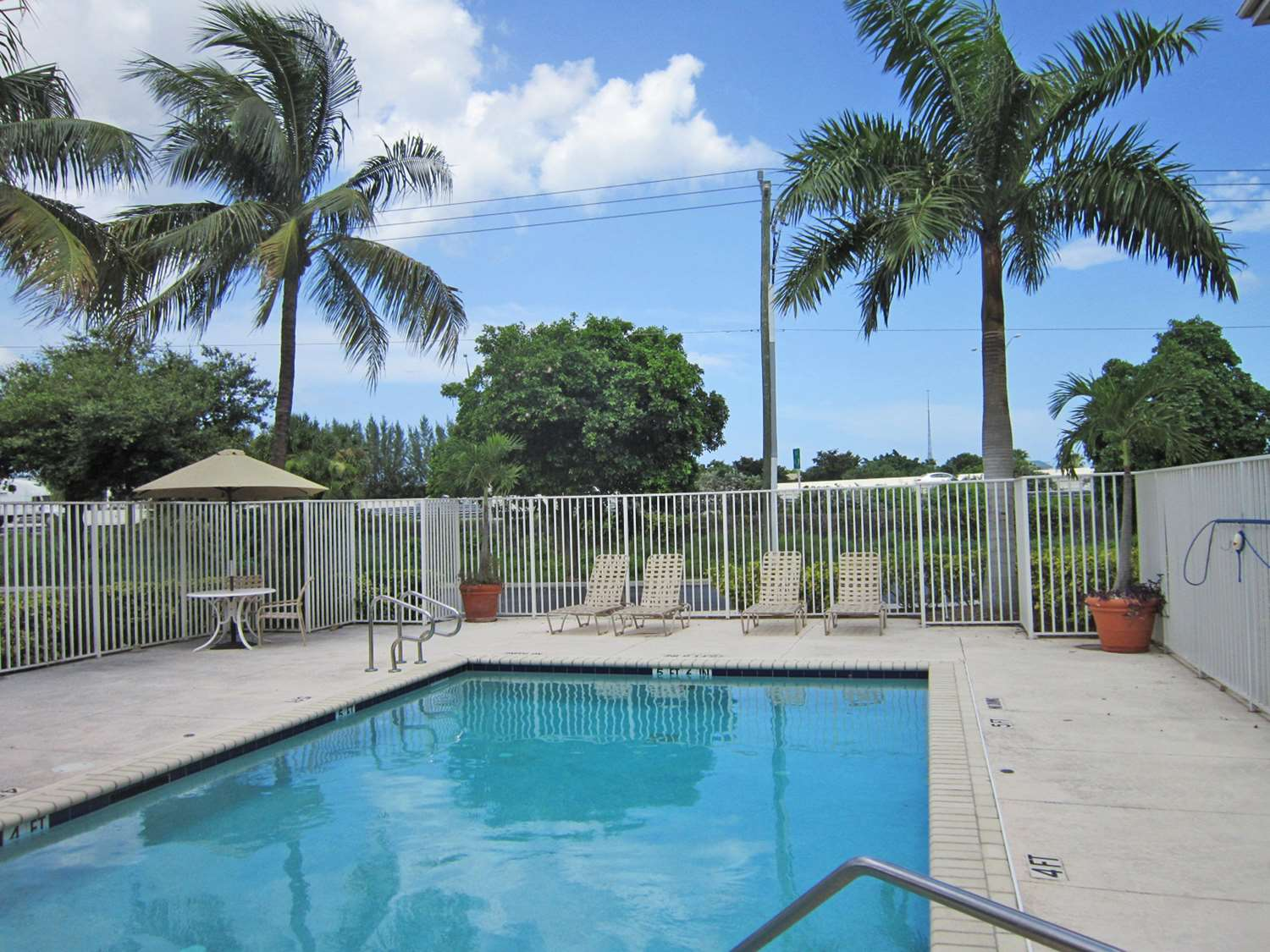 Pool - Extended Stay Deluxe Hotel West Palm Beach